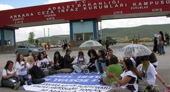 Kadınlardan Sincan Hapishanesi önünde tutsaklara destek toplantısı