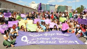 Kadınlar, tecavüze maruz kalan kadının değil, tecavüzcünün cezalandırılmasını talep ediyor