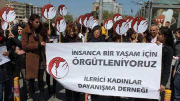 """İzmir'de İKD'liler """"Geçmişten Günümüze Kadın Mücadelesi"""" başlıklı panelde buluştu"""