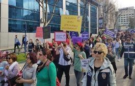 8 Mart'ta Kadınlar  Mücadelesini Sürdürdü